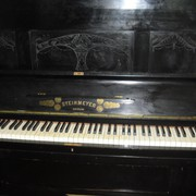 pianoforte verticale nero